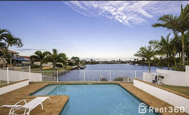 31 Montevideo Drive, CLEAR ISLAND WATERS  QLD  4226